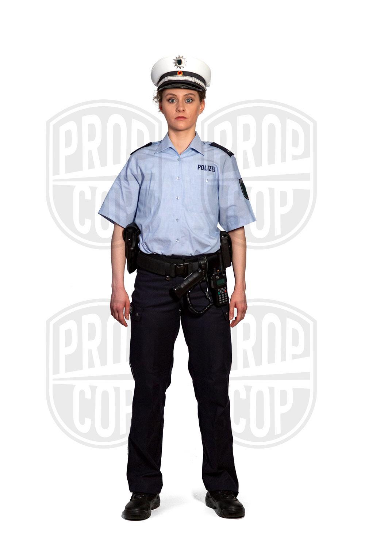 Polizistin mit Dienstmütze