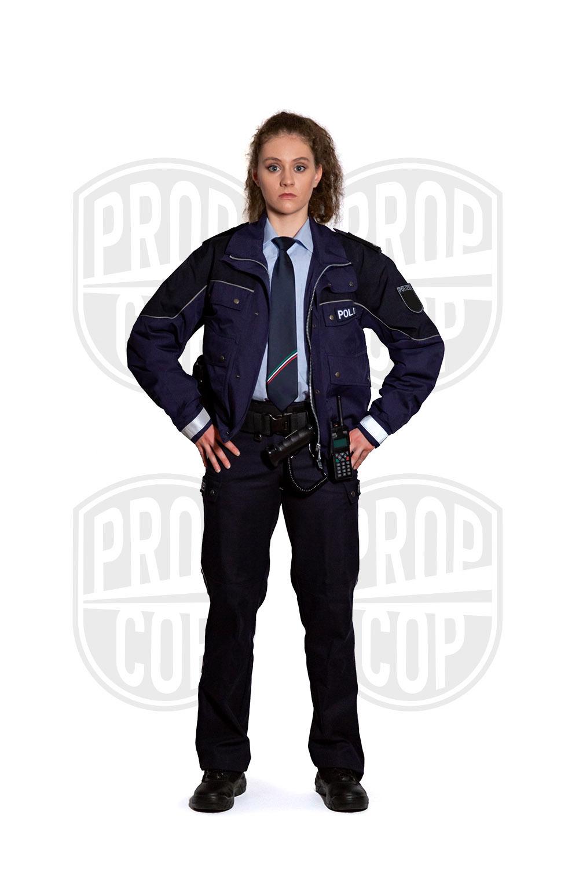 Polizistin NRW mit Dienstjacke