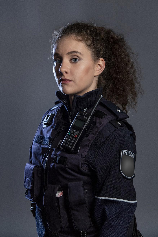 Polizistin NRW mit neuer Schutzweste